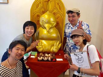 高野まゆみさん(右下)