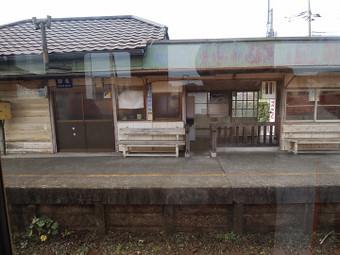 昭和初期のレトロな雰囲気の路線途中の駅