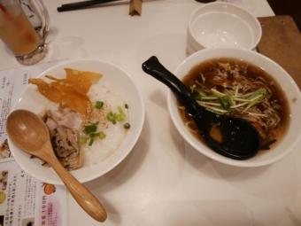 鶏肉のお粥と酸辣湯麵