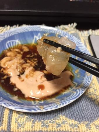 カワハギの刺身(肝醤油)アップ